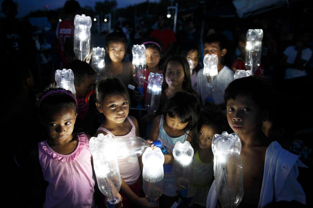 Come illuminare un milione di persone con una bottiglia d acqua