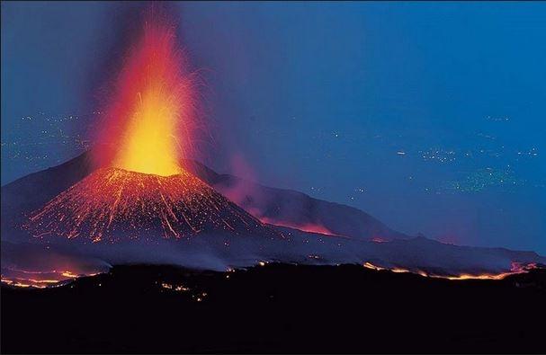 vulcano in eruzione in islanda