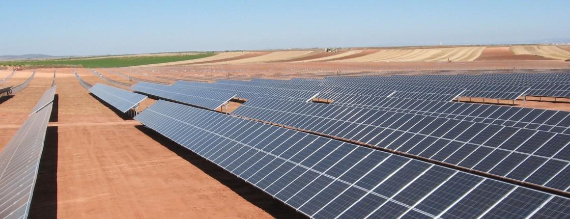 Energia Solare negli Emirati Arabi Uniti: Situazione attuale e previsioni future