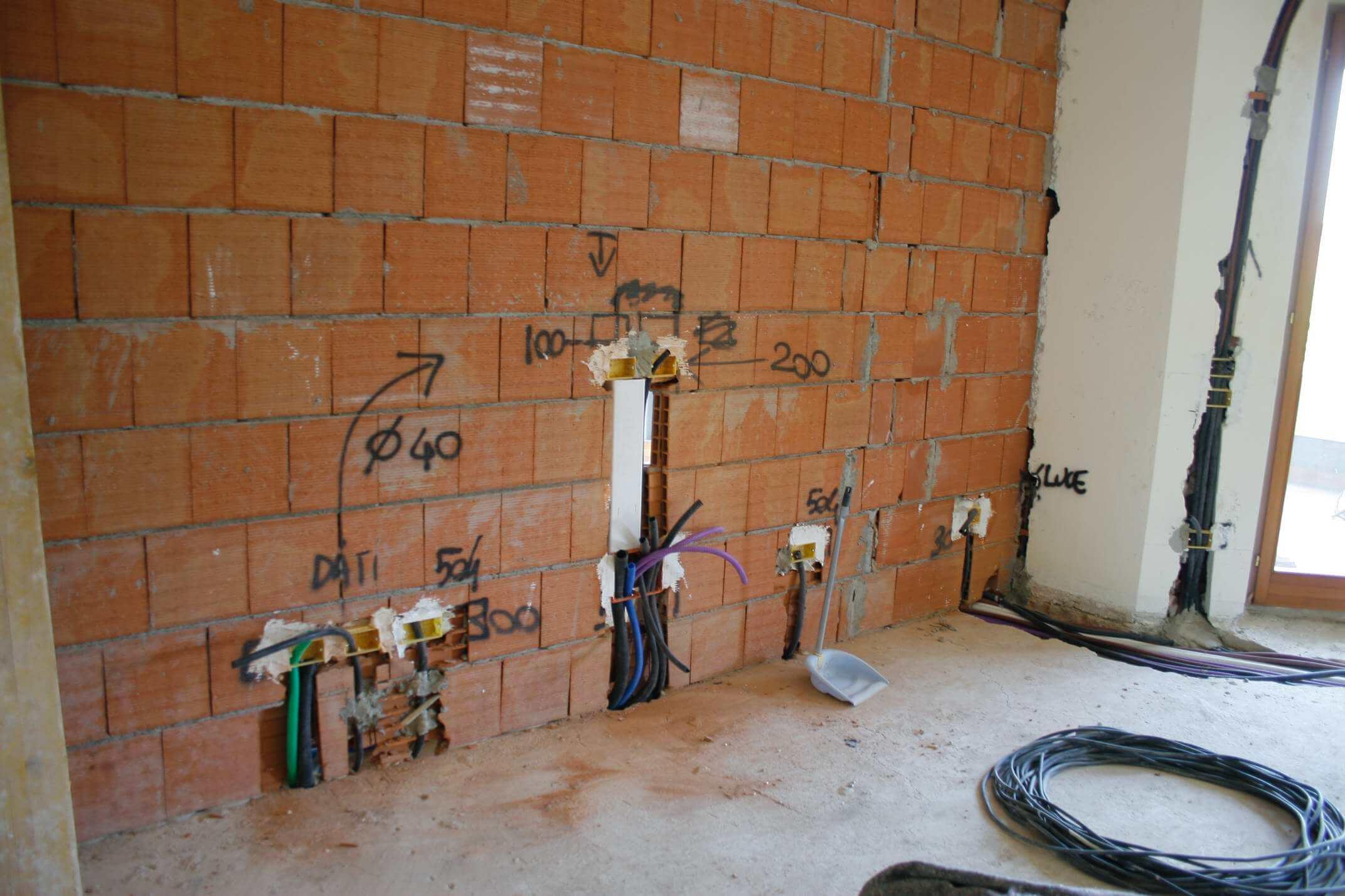 Impianto elettrico nuovo come andrebbe fatto - Colori dei fili impianto elettrico casa ...