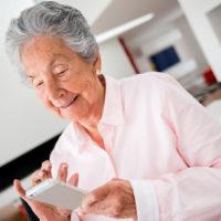 Domotica assistenziale per anziani: vediamo come funziona