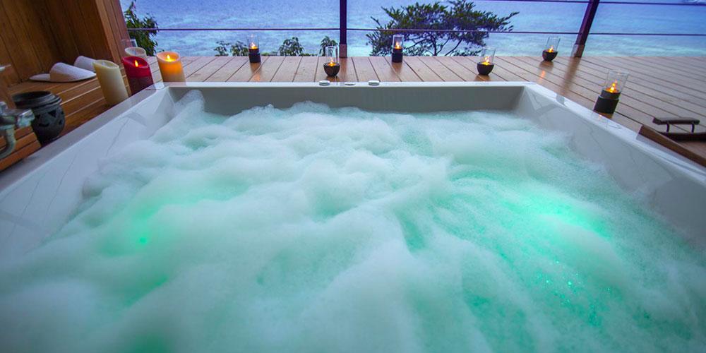 piscina sul terrazzo jacuzzi